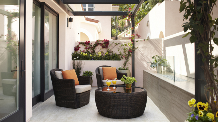 PropertyImage HotelBelAir LosAngeles Hotel GuestRoomSuites CanyonRoomPatio CreditDorchesterCollection