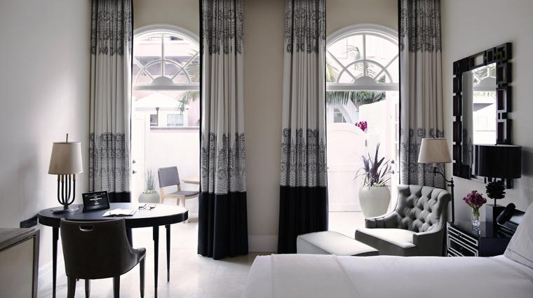 PropertyImage HotelBelAir LosAngeles Hotel GuestRoomSuites DeluxeGuestRoomWithPatio CreditDorchesterCollection
