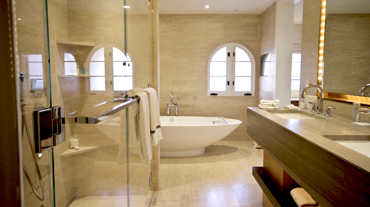 PropertyImage HotelBelAir LosAngeles Hotel Guestroom CanyonViewSuite Bathroom CreditTheFiveStarTravelCorporation