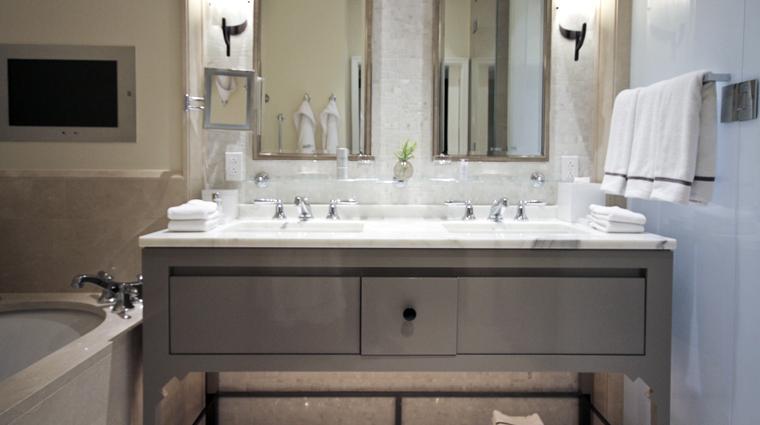 PropertyImage HotelBelAir LosAngeles Hotel Guestroom DeluxeGuestroom Bathroom 1 CreditTheFiveStarTravelCorporation