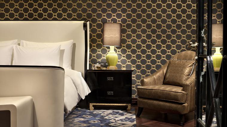 PropertyImage HotelIndigoShanghaiontheBund Shanghai Hotel Guestroom ShanghaiDecoSuite Bedroom CreditHotelIndigoShanghaiontheBund