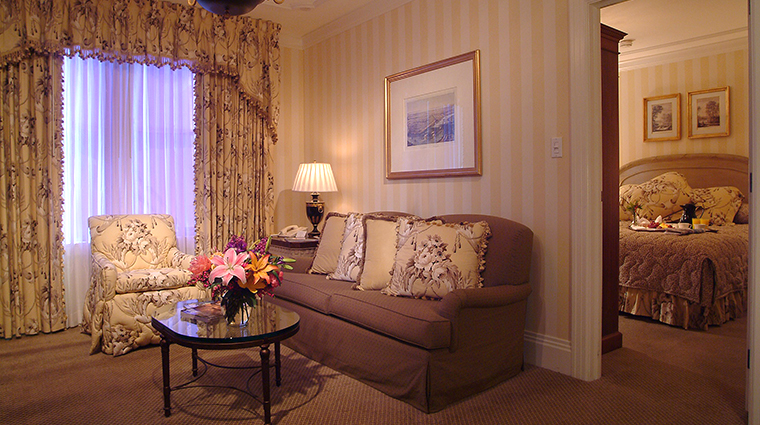 PropertyImage HotelMonteleone Hotel GuestroomSuite VieuxCarreSuite LivingRoom CreditHotelMonteleone