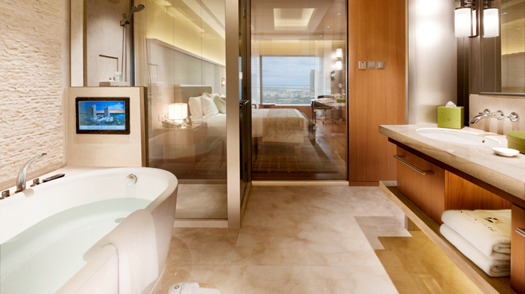 PropertyImage HotelOkuraMacau Hotel GuestroomSuite SuperiorSuite Bathroom CreditGalaxyHotelManagementCoLtd