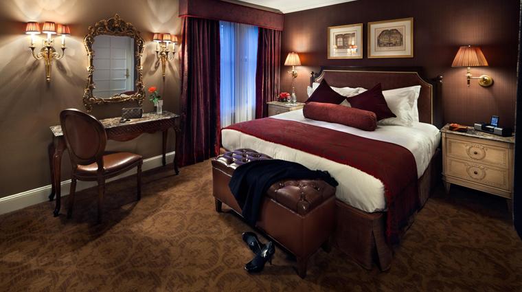 PropertyImage HotelPlazaAthenee NewYorkCIty Hotel GuestroomSuites OneBedroomDeluxeSuite Credit PlazaAtheneeNewYork