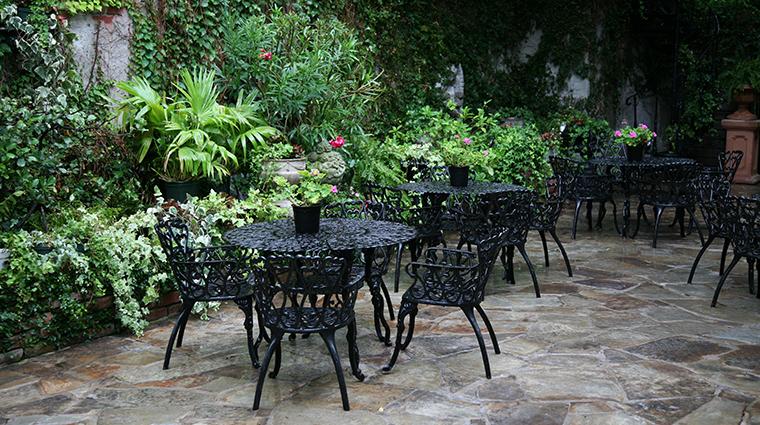 PropertyImage HotelStGermain Hotel PublicSpaces Courtyard CreditHotelStGermain