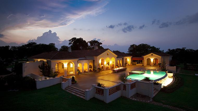 PropertyImage InnAtDosBrisas Hotel Exterior PoolSide CreditKatiePark