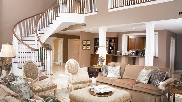 PropertyImage InnisbrookGolfAndSpaResort Tampa Hotel GuestroomSuite PenthouseLivingroom CreditSalamanderHotelsAndResorts