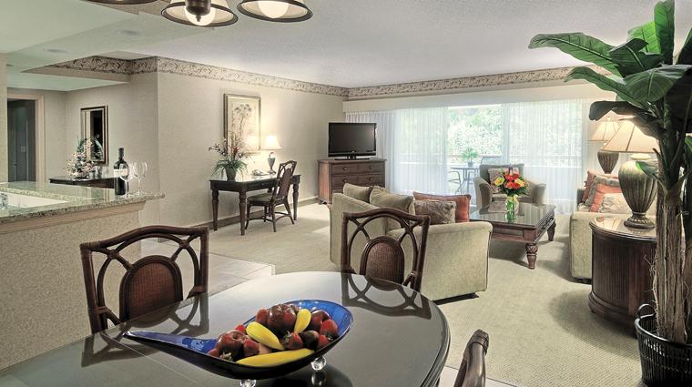 PropertyImage InnisbrookGolfAndSpaResort Tampa Hotel GuestroomSuite TwoBedroomSuite LivingRoom CreditSalamanderHotelsAndResorts
