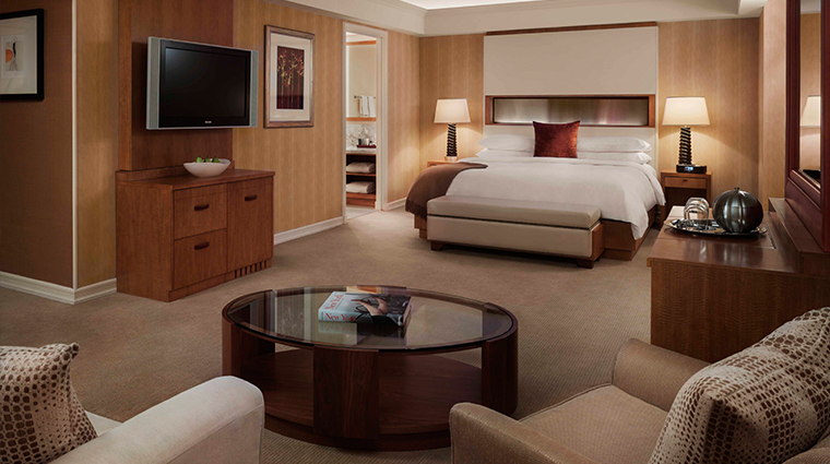 PropertyImage JWMarriottEssexHouseNewYork Hotel GuestroomsandSuites JuniorSuite CreditMarriottInternationalInc