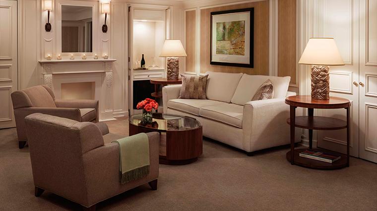 PropertyImage JWMarriottEssexHouseNewYork Hotel GuestroomsandSuites ParkDeluxeSuite CreditMarriottInternationalInc