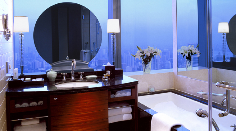 PropertyImage JWMarriottHotelShanghaiatTomorrowSquare Shanghai Hotel GuestroomSuite DeluxeCornerRoom Bathroom CreditMarriottInternationalInc