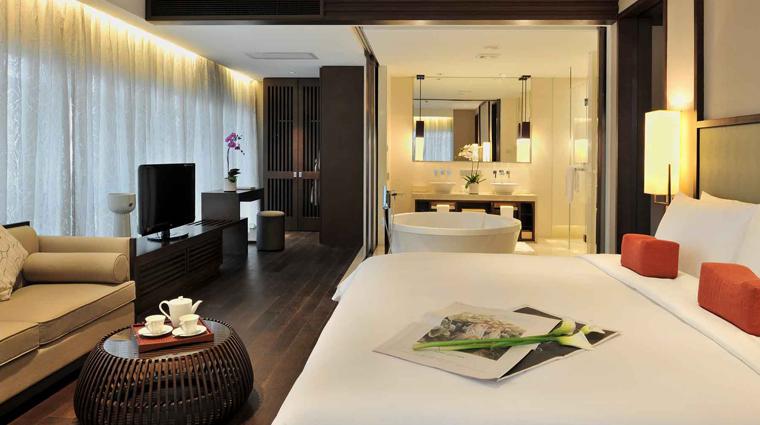 PropertyImage JumeirahHimalayasHotel Shanghai Hotel GuestroomSuite ClubGrandDeluxeSuite Bedroom CreditJumeirahInternationalLLC