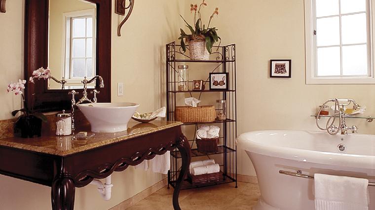 PropertyImage LAubergeCarmel Hotel GuestroomsandSuites Bathroom 2 CreditLAubergeCarmel