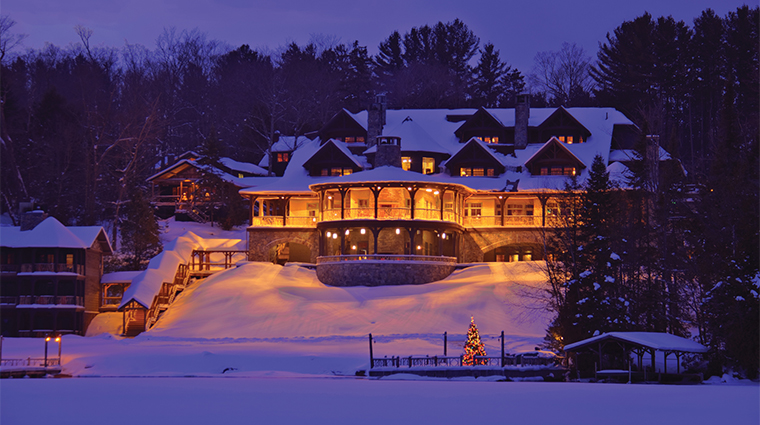 PropertyImage LakePlacidLodge Hotel Exterior TheLodgeAtNight CreditLakePlacidLodge