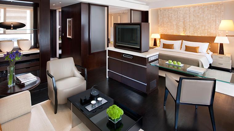 PropertyImage LandmarkMandarinOrientalHongKong Hotel GuestroomsandSuites ExecutiveSuite CreditMandarinOrientalHotelGroup