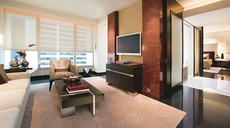PropertyImage LandmarkMandarinOrientalHongKong Hotel GuestroomsandSuites LandmarkSuite LivingRoom CreditMandarinOrientalHotelGroup