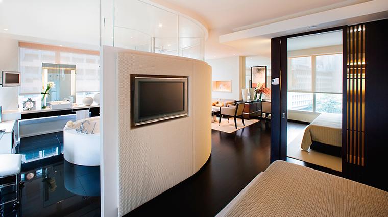 PropertyImage LandmarkMandarinOrientalHongKong Hotel GuestroomsandSuites PremierRoom CreditMandarinOrientalHotelGroup