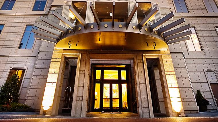 PropertyImage MandarinOrientalAtlanta Hotel Exterior Entrance CreditMandarinOrientalHotelGroup