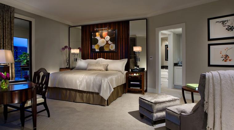 PropertyImage MandarinOrientalAtlanta Hotel GuestroomSuite PremierBalconyRoom Bedroom CreditMandarinOrientalHotelGroup