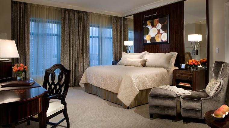 PropertyImage MandarinOrientalAtlanta Hotel GuestroomSuite PremierRoom Bedroom CreditMandarinOrientalHotelGroup