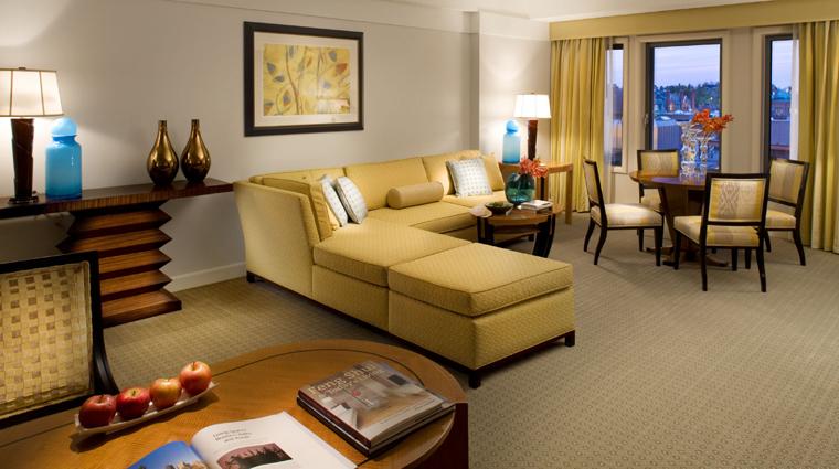 PropertyImage MandarinOrientalBoston Hotel GuestroomSuite PremierSuite CreditMandarinOrientalHotelGroup