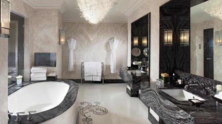 PropertyImage MandarinOrientalHydePark Hotel GuestroomsandSuites RoyalSuite Bathroom CreditMandarinOrientalHotelGroup