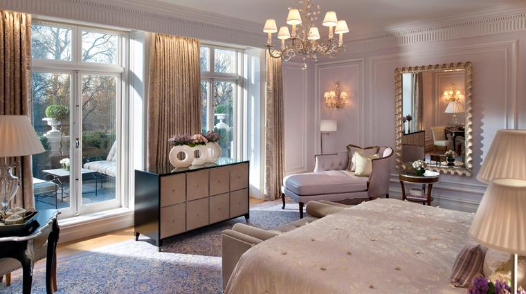 PropertyImage MandarinOrientalHydePark Hotel GuestroomsandSuites RoyalSuite Bedroom CreditMandarinOrientalHotelGroup