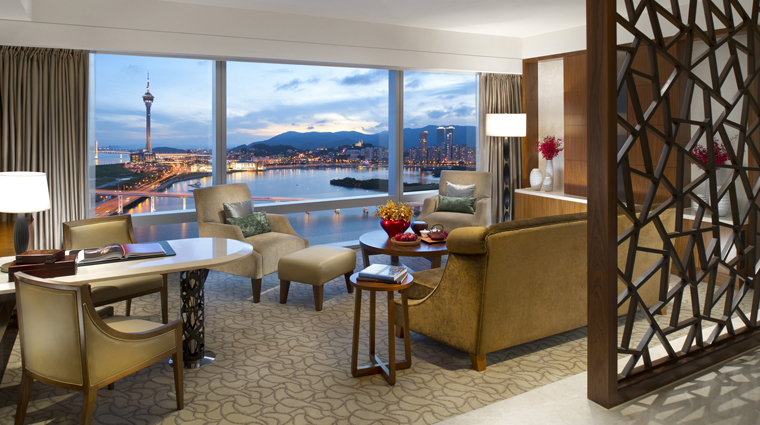 PropertyImage MandarinOrientalMacau Hotel GuestroomSuite DeluxeSuite CreditMandarinOrientalHotelGroup