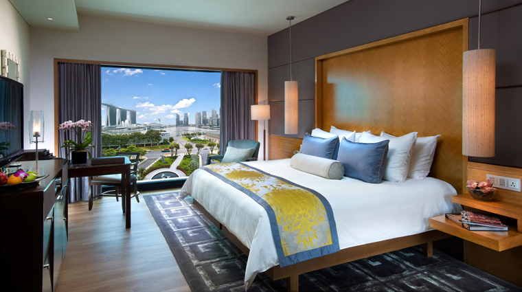 PropertyImage MandarinOrientalSingapore Hotel GuestroomSuite BaySuite Bedroom CreditMandarinOrientalHotelGroup