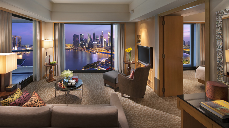 PropertyImage MandarinOrientalSingapore Hotel GuestroomSuite HarbourSuite CreditMandarinOrientalHotelGroup