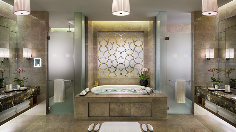 PropertyImage MarinaBaySands Hotel GuestroomSuite ChairmanSuite Bathroom CreditMarinaBaySands