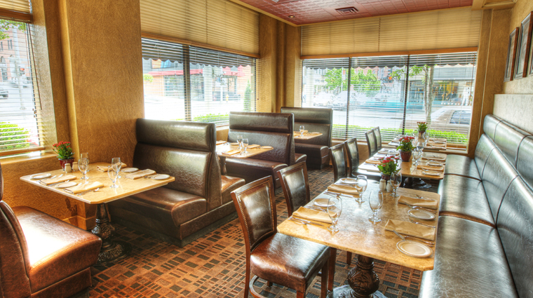 PropertyImage PalmCourtGrill Restaurant Style DiningRoom CreditDavenportHotelCollection