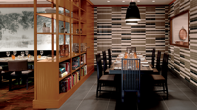 PropertyImage Parallel37 Restaurant Style Dining 1 CreditTheRitz CarltonHotelCompanyLLC