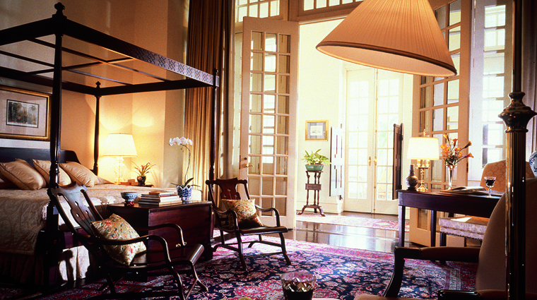 PropertyImage RafflesSingapore Hotel GuestroomSuite PresidentialSuite Bedroom CreditRafflesHotelsandResorts