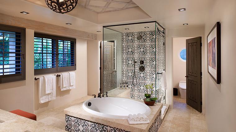 PropertyImage RanchoValencia Hotel GuestroomsandSuites OliveGroveSuite Bathroom CreditRanchoValencia