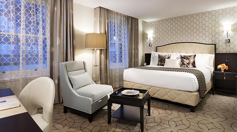 PropertyImage RosewoodHotelGeorgia Hotel GuestroomsandSuites SuperiorRoom CreditRosewoodHotels