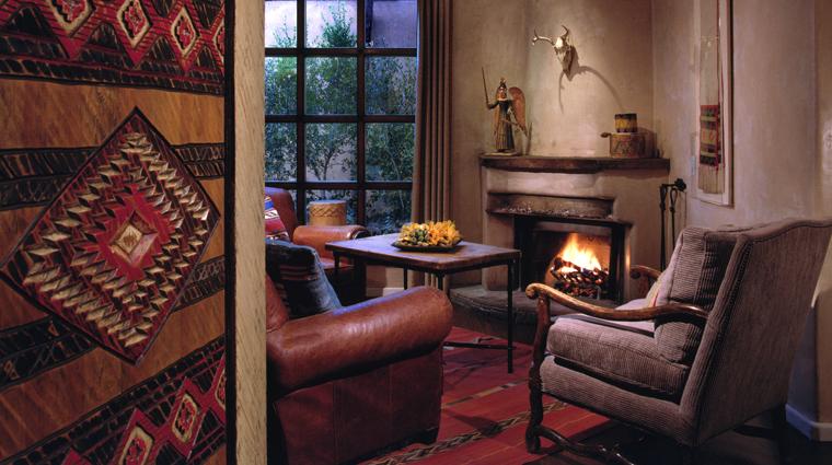 PropertyImage RosewoodInnoftheAnasazi SantaFe Hotel Guestroom LivingRoom CreditRosewoodHotelsandResorts