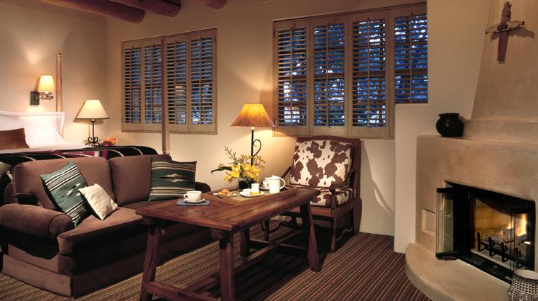 PropertyImage RosewoodInnoftheAnasazi SantaFe Hotel Guestroom SuperiorRoom CreditRosewoodHotelsandResorts