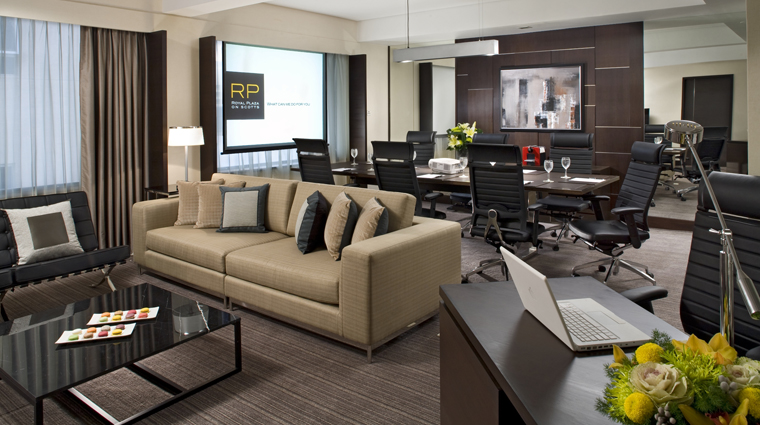 PropertyImage RoyalPlazaonScottsSingaporeHotel Hotel GuestRoomSuite CorporateSuite LivingRoom CreditRoyalPlazaOnScotts