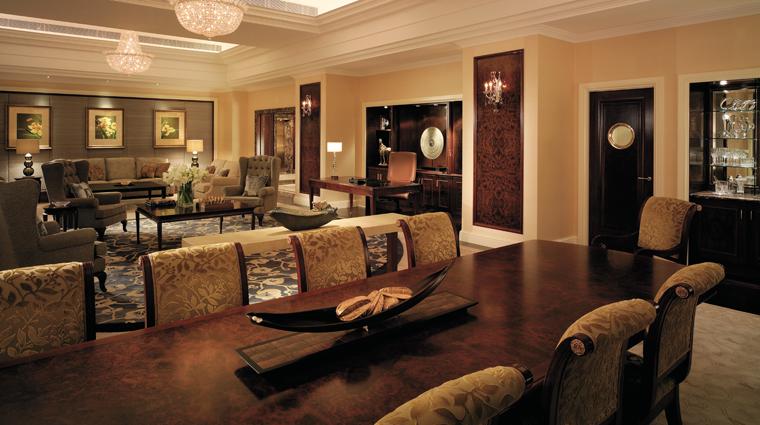 PropertyImage ShangriLaHotelSingapore Hotel GuestroomSuite ValleyWingShangriLaSuite LivingandDiningRoom CreditShangriLaInternationalHotelManagementLtd
