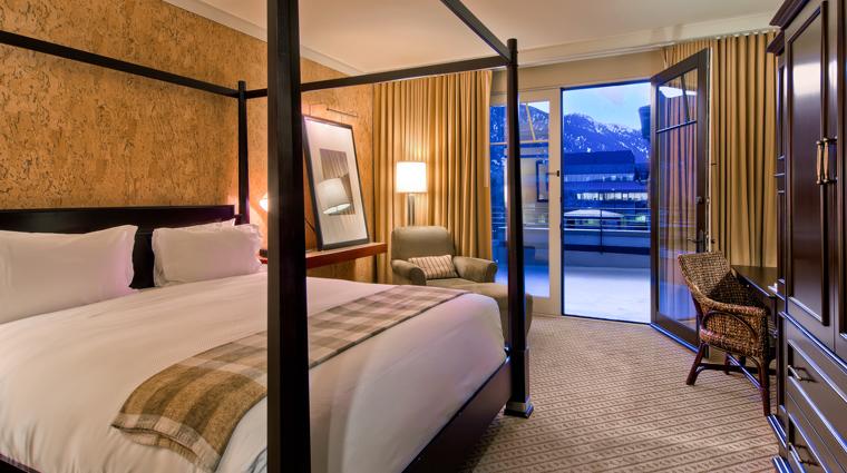 PropertyImage StJulienHotelandSpa Hotel GuestroomSuite KingBedroomWithAMountainView CreditStJulien