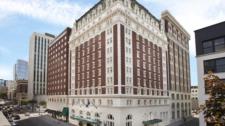 PropertyImage TheBensonHotel Hotel Exterior Daytime CreditCoastHotelsAndResorts