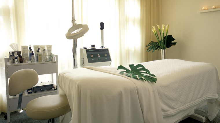PropertyImage TheBeverlyHillsHotelSpabyLaPrairie LosAngeles Spa Basics TreatmentRoom CreditDorchesterCollection
