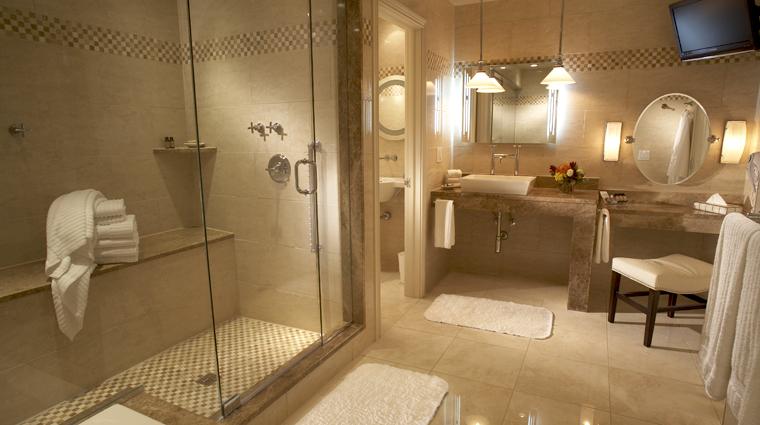 PropertyImage TheCincinnatianHotel Hotel GuestroomSuite ExecutiveDeluxeKingBathroom CreditTheCincinnatianHotel
