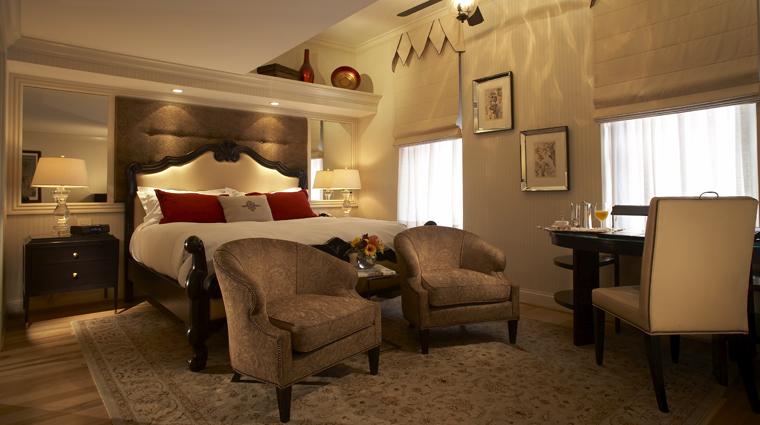PropertyImage TheCincinnatianHotel Hotel GuestroomSuite ExecutiveDeluxeKingGuestroom CreditTheCincinnatianHotel