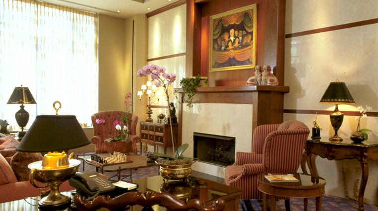 PropertyImage TheCincinnatianHotel Hotel PublicSpaces Lobby CreditTheCincinnatianHotel