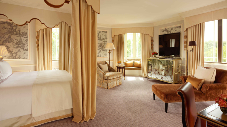 PropertyImage TheDorchester Hotel GuestroomSuite DorchesterSuite Bedroom CreditDorchesterCollection