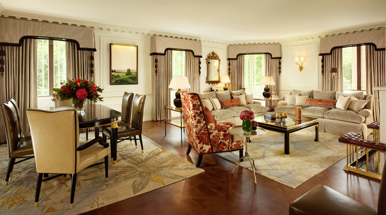 PropertyImage TheDorchester Hotel GuestroomSuite DorchesterSuite LivingRoom CreditDorchesterCollection