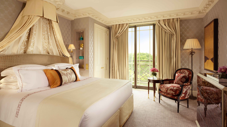 PropertyImage TheDorchester Hotel GuestroomSuite ParkSuite MasterBedroom CreditDorchesterCollection