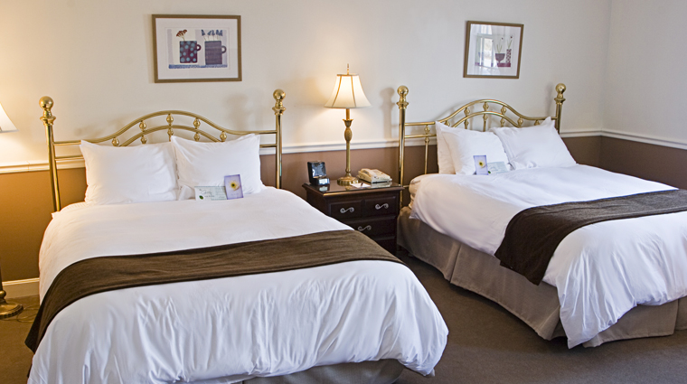 PropertyImage TheEssexResortandSpa Burlington Hotel GuestroomSuite TraditionalRoom CreditTheEssex